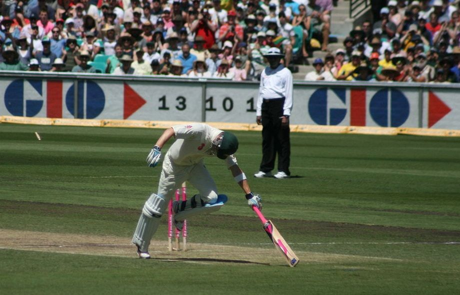 What are the various dismissal methods in cricket?