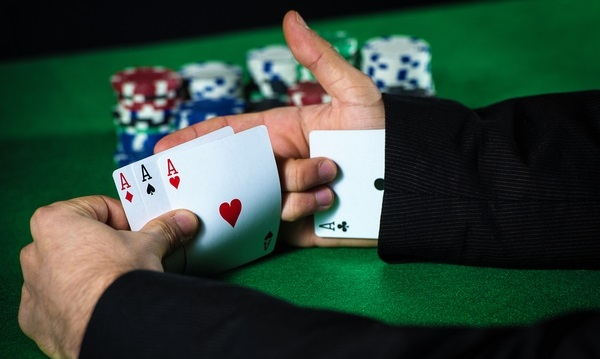 Is there a possibility for cheating at poker websites?